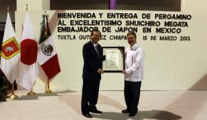 Samuel Toledo entrega Pergamino de Huésped Distinguido a Embajador de Japón en México1