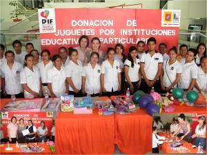 Escuelas tuxtlecas realizan generosa donación de mil 227 juguetes a DIF Tuxtla