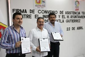 Resalta Samuel Toledo el compromiso para vigilar la calidad de obra educativa en Tuxtla